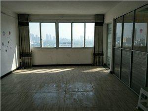人民公园西侧电梯11楼(送50平方露台)