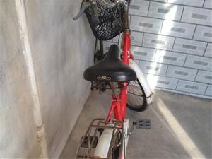 正品凤凰牌自行车,九成新。