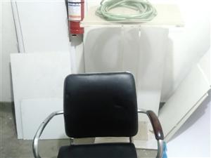 本公司有8把椅子出售,有需要请联系,价格面议