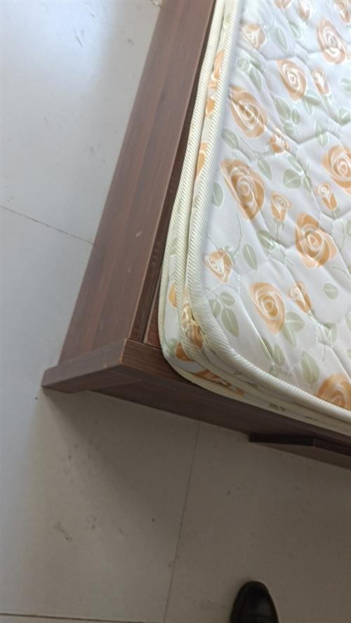 1.5*1.8床,带10cm 棕榈垫子,挺新的。