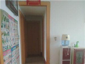 百货大楼宿舍楼3室2厅1卫900元/月