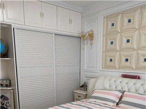 蓝湾半岛电梯房豪装双气4室 2厅 99万元