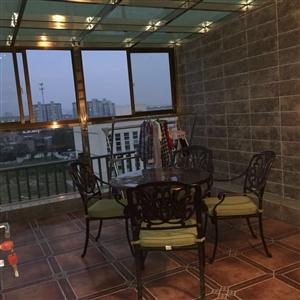 蓝湖西岸4室2厅2卫268万元跃层精装修