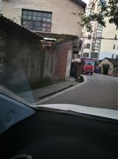 解放桥至犁头嘴路段几乎天天有车掉下沟请相关部门考察处理下