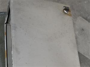 九成新帶內膽通暖氣加厚不銹鋼水箱兩個  ,  因搬家閑置超低價處理,  原價兩個1500   ,現價...