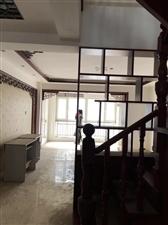 威尼斯小高层5室2厅2卫140万元