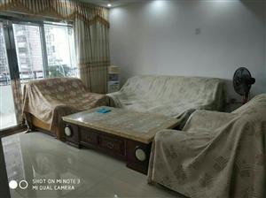三江豪苑精装三房2500元/月