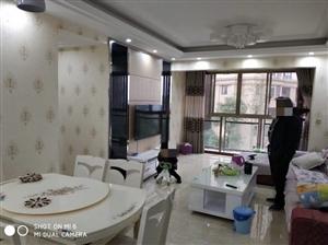 东麓国际3室2厅2卫70万元