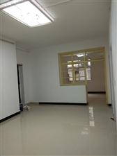 煤山公园附近一楼3室1厅有证有小院29.8万