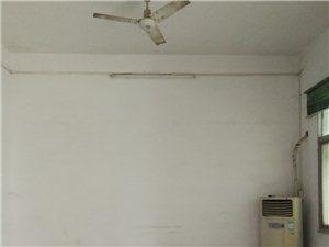 澳门威尼斯人娱乐场三院后面独家院3室2厅2卫1000元/月