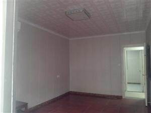 南市场旁精装修2室1厅1卫拎包入住1500元/月