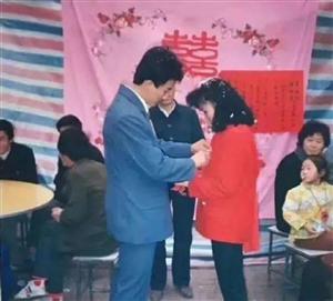 老照片:八九十年代河南农村结婚照片,善良纯朴的人们