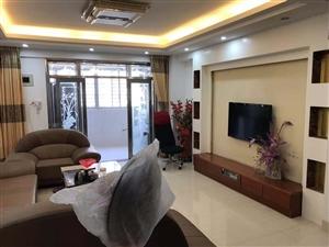 东城丽景 精装修3室 2厅 2卫2500元/月