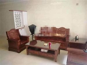 尚学领地精装修 首次出租3室 2厅 2500元/月