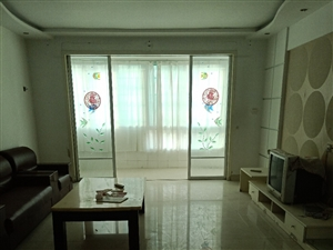 天山花园1楼159平4室中装拎包入住2000元/月