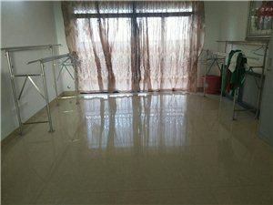 海桂苑3室2厅2卫148万元