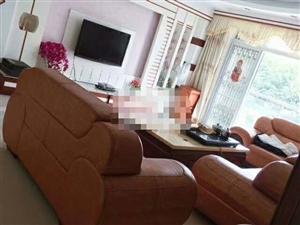 世纪豪庭 精装修3室 2厅 2卫2300元/月