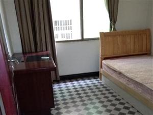 广场附近1室1厅1卫600元/月