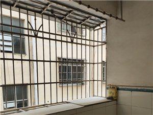 陆川县裕兴小区3室2厅2卫35万元