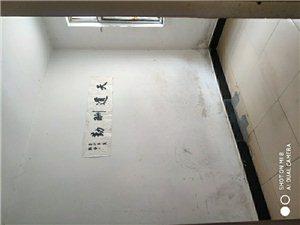 工商局家属院一楼带院3室1厅1卫750元/月