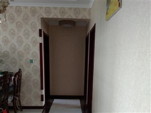9660渤海公寓3室2厅1卫135万元