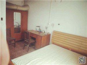 化肥厂3室2厅1卫1000元/月