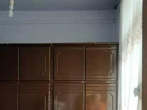马市角4室1厅1卫700元/月家具有