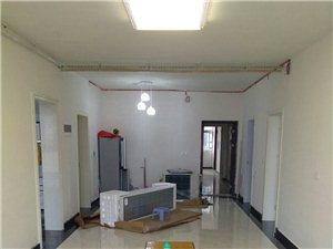 汽车站旁小区三室电梯新房出租