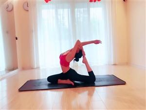 练瑜伽一定要选择一个专业、认真,负责的老师