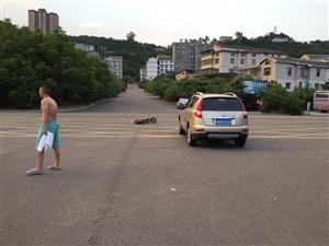 肖家坝三清十字路口出车祸了