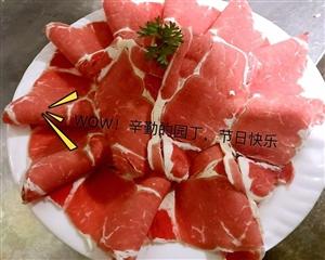 张家川这个火锅店今天为老师们准备了大餐