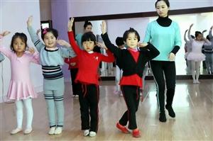 """张家川文化人毛菁文:舞蹈人才要用在""""地方上"""
