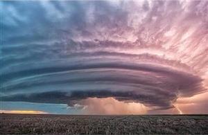 摄影师拍雷暴云壮观似原子弹爆炸据