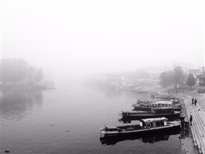 烟雨蒙蒙的老码头……