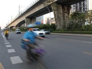 如何管理在红灯亮起和机动车道上狂奔的快餐哥?