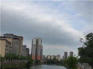宁远中心区域唯一现房,江景现房。即买即入住。需要看房的可以联系我18975730399陈