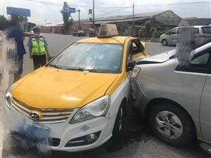 盐亭县交警大队直属中队全面展开出租车专项整治行动