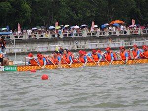 2018珠海市斗门龙舟文化节龙舟比赛进行中