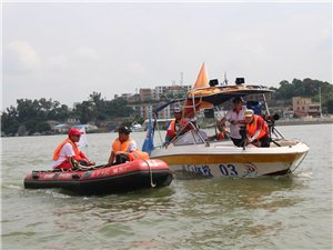 珠海市红十字专业应急救援志愿服务大队为龙舟比赛保驾护航