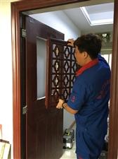 防盗门加装通风窗指纹锁