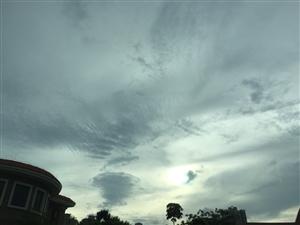 昨天珠海天空出现像漏斗的云