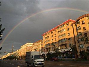 彩虹光顾小城
