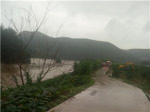 两河许家坝10人被洪水困在小岛……