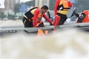 省各市水救队志愿者、珠海市红十?#31181;?#24895;者为省运会提供安全保障服务
