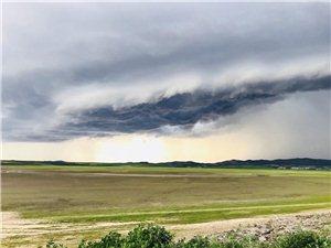 暴风雨来临前的云彩千变万化、真美