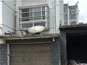 【已回复】垃圾站,垃圾站就和车库隔壁,与二楼相隔近在咫尺。买房时是没有这个垃圾站,也没有说过要盖个