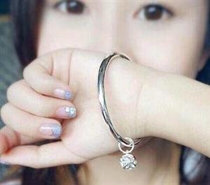 银手镯能排毒,应该戴左手还是戴右手?很多人都戴错了