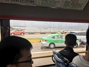 珠海大桥往斗门方向有交通事故,请大家开车注意安全