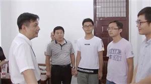 胡明文调研我县教育工作