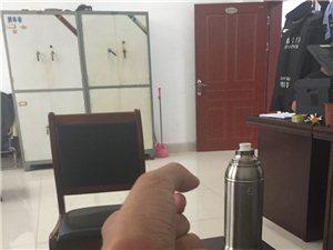威尼斯人游戏网站法院联合债权人违规强制搬迁民房,违规限制人身自由。